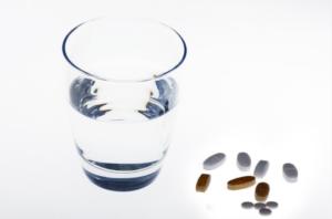 Первые признаки, симптомы инсульта и правила оказания первой помощи